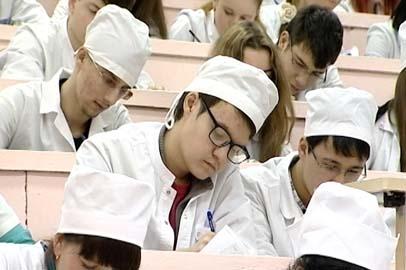 В АГМА организовали встречу выпускников вуза и работодателей