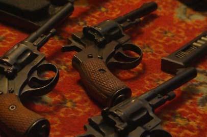 Патроны, пистолеты и оборудование для изготовления оружия изъяли у благовещенца