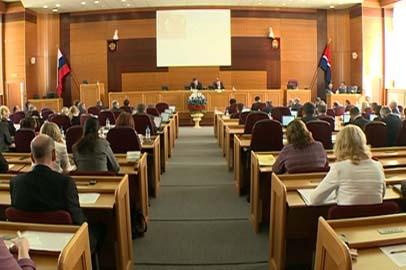 Поправки в «сухой закон» и корректировку бюджета одобрили амурские депутаты