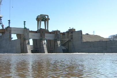 В месте строительства Нижне-Бурейской ГЭС началось перекрытие реки