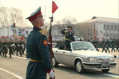 Современные танки и ракетные установки увидели зрители парада Победы в Белогорске