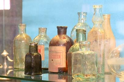 В краеведческом музее открылась выставка «Флакон, графин, бутылка»