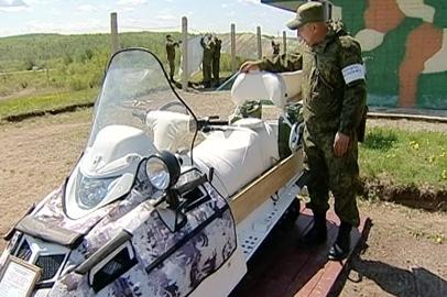 Юным амурчанам показали образцы современного оружия и боевой экипировки