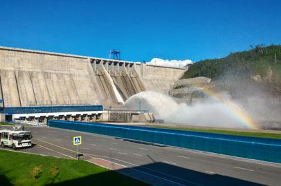 На Бурейской ГЭС возобновили холостые сбросы