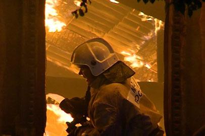 В центре Благовещенска сгорел аварийный деревянный дом