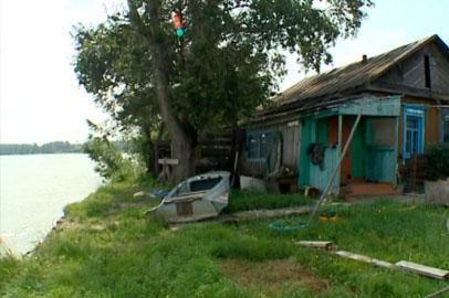 Вода угрожает жилым домам в мазановской Богословке