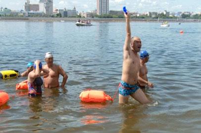 Пограничную реку Амур покорили почти 300 пловцов из России и Китая