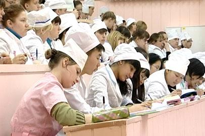 Более половины выпускников Амурской медакадемии остались работать в области