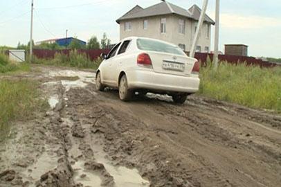 Улица Отрадная в Чигирях после дождей превращается в глиняное месиво