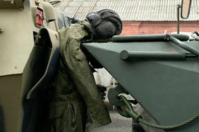 Основы безопасности при использовании техники и оружия продемонстрировали первокурсникам ДВОКУ