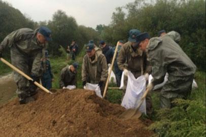 Амурские спасатели возвели дамбу в Уссурийске и развернули ПВР