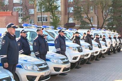 Полицейским из 11 районов области вручили ключи от новых спецмашин