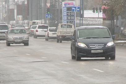 Амурским водителям напоминают о правилах езды по обледеневшим дорогам