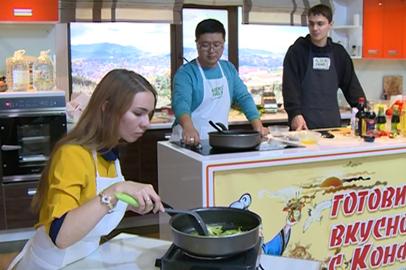 Благовещенцев научили готовить блюда китайской кухни