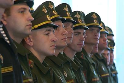 Контрактники получили звания лейтенантов после обучения в ДВОКУ