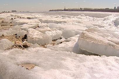 Амурские спасатели напоминают об опасности рыбалки на неокрепшем льду