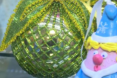 В благовещенском Доме ремесел проводят мастер-классы по изготовлению новогодних игрушек