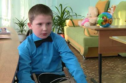 «Счастье каждому»: 9-летний Кирилл и годовалая Юля нуждаются в родителях