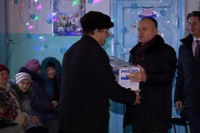 В клуб пострадавшего от паводков села Мирное доставили новое оборудование и мебель