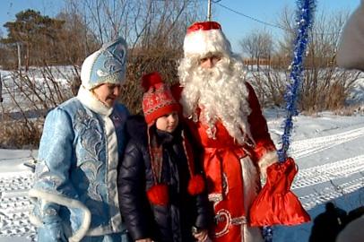 Детей с ослабленным здоровьем поздравили Дед Мороз и Снегурочка