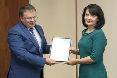 Учительницу из Ивановки наградили за создание пособия по финансовой грамотности