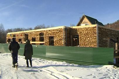 Амурчанин возводит экологичный дом по старинной технологии