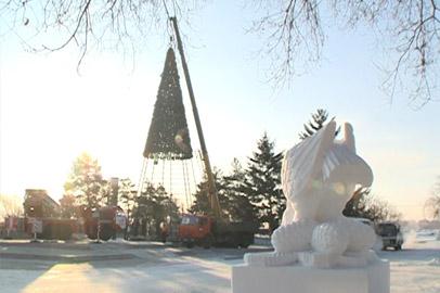 В Благовещенске демонтируют главную новогоднюю елку