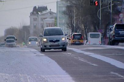 Памятку для предотвращения автоугонов распространили благовещенские полицейские