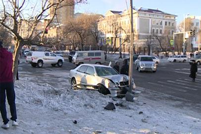В центре Благовещенска водитель легковушки сбил троих пешеходов