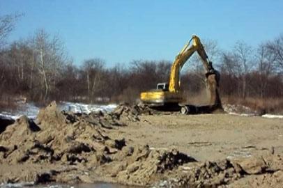 На окраине Благовещенска велась незаконная добыча песка