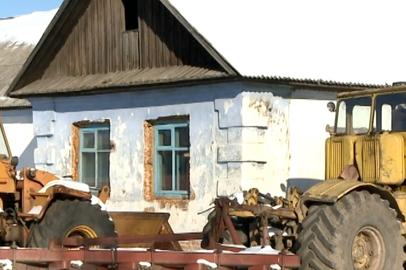 Аварийный барак не могут поделить власти амурского села и местный фермер