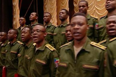 Иностранные курсанты ДВОКУ исполнили русские народные песни