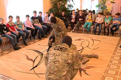Сотрудники амурского управления ФСБ устроили праздник для ребят из подшефного детдома