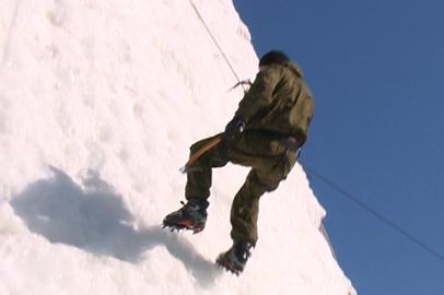 В Благовещенске 20 человек осмелились покорить снежную гору