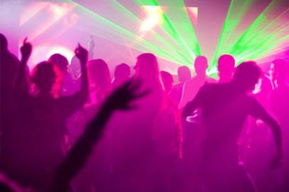 Прокуратура начала проверку после того, как 16-летняя девушка разделась в клубе за деньги