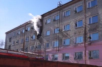 Около 100 студентов эвакуировали из горевшего общежития политехнического колледжа