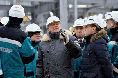 Губернатор Приамурья осмотрел строящийся нефтехимический комплекс в Тобольске