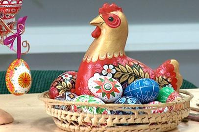 Благовещенцы овладели особой техникой раскрашивания пасхальных яиц