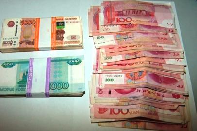 Незадекларированную валюту пытался провезти через Благовещенскую таможню гражданин Китая