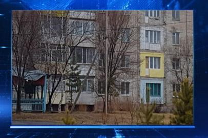 Управляющая компания снесла аварийные лоджии в многоэтажке Райчихинска