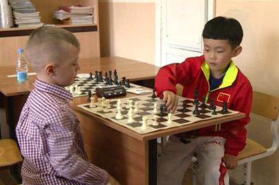 Амурские и китайские школьники сыграли в шахматы