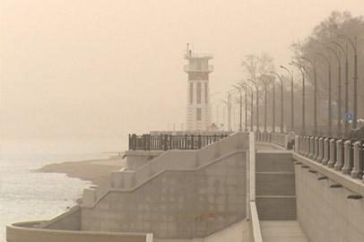 Пыль столбом: сильный ветер с песком доставил неудобства жителям Благовещенска