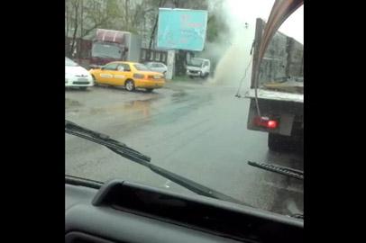 Фонтан воды бил на перекрестке улиц Калинина и Пролетарской в Благовещенске