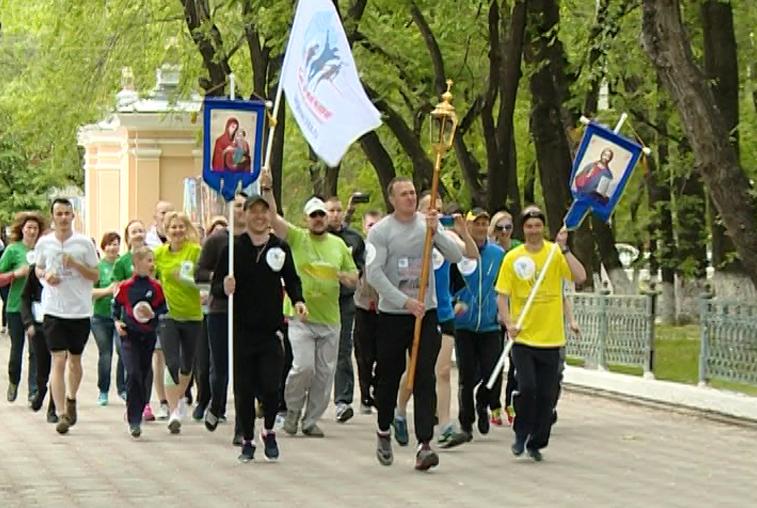 Почти 80 благовещенских спортсменов поддержали эстафету «По пути Святителя Иннокентия»