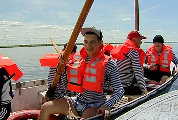 Навыки спасения на воде отрабатывают амурские курсанты-моряки