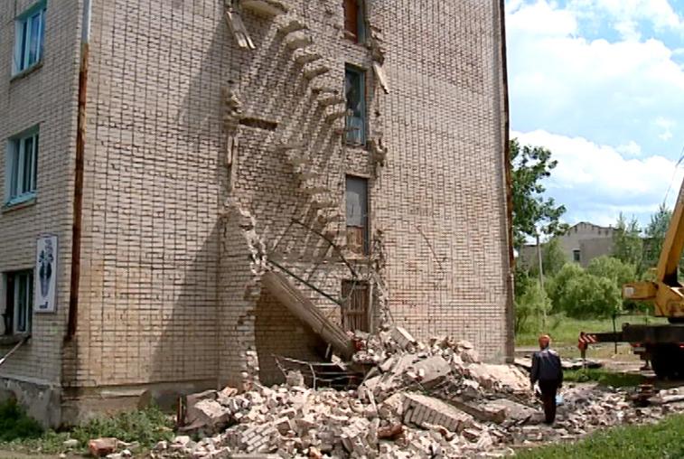 Жильцы пятиэтажки в Прогрессе: дом необходимо признать аварийным