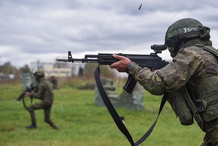 Амурские военные испытали экипировку «солдат будущего»