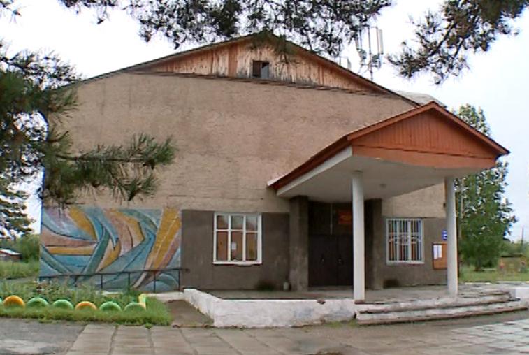 В селе Сосновый Бор отремонтировали ДК