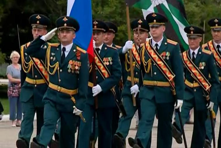 Маршем и концертом отметили в Свободном День железнодорожных войск