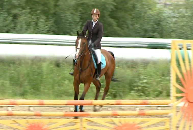 Благовещенские наездники соревновались в конном двоеборье